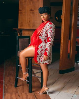 The Voice Nigeria season 3 has kicked off and celebrity coach, @yemialade came through with the drip for the premiere episode. Slaying in this eye-catchy custom embellished red velvet suits/jacket by @maiatafo of @atafo.official , @yemialade reminds us of one of the reasons we love her beyond her soothing music her captivating sense of style. As usual, Yemi rocked her hair in its afro fashion and completed the bold statement with a dreamy makeup look. Credit @thevoice_nigeria @yemialade @maiatafo @atafo.official #Africanfashion #nairobifashion #fashion #nairobifashionhub #africanstyle #africa