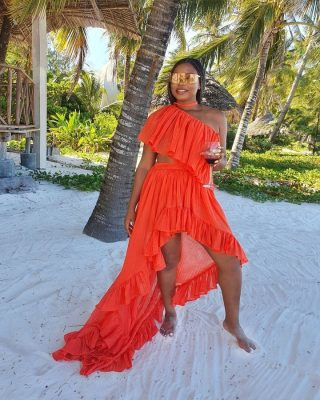 @yemialade is making us dream of the weekend when we can go to the beach. But before you make any moves down to the shore, make sure you have your beach style nailed down. A glamorous color-popping flowing dress will do the trick just like this bright orange one, Yemi has here, take a cue from her as she does beach glam the right way.